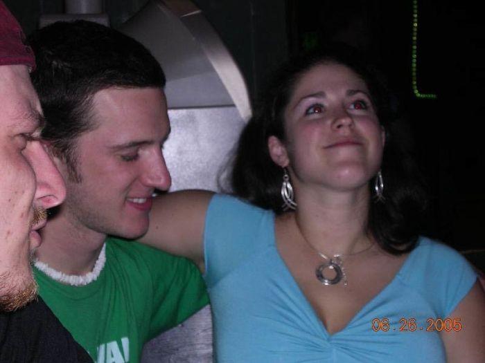 Мужчины пялятся на женскую грудь (25 фото)