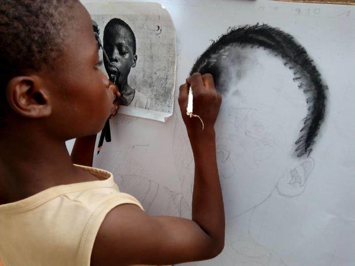 11-летний мальчик из Нигерии создает гиперреалистичные рисунки (17 фото)