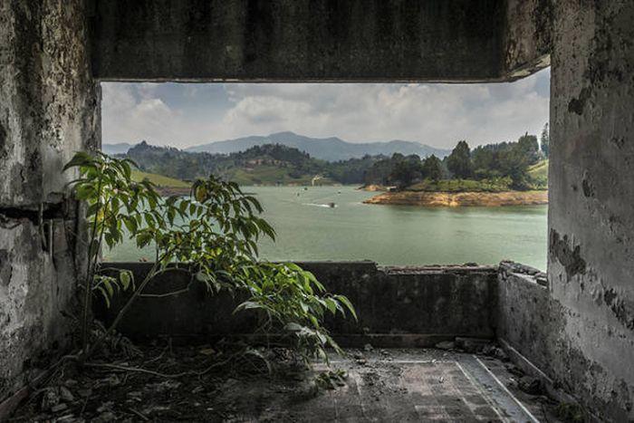 Пейнтбол на заброшенной вилле Пабло Эскобара (16 фото)
