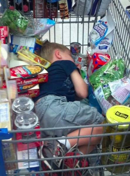 Дети, которые не любят ходить по магазинам (25 фото)