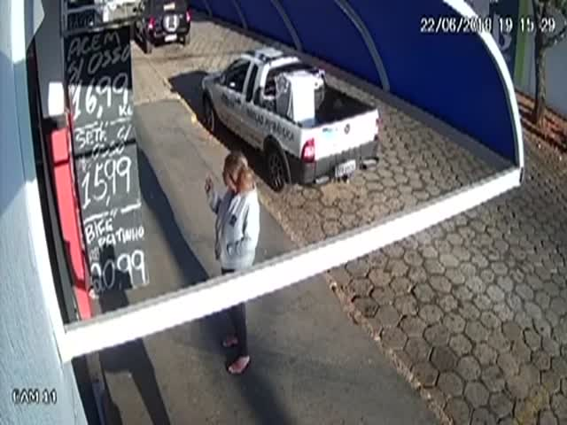 """""""Двойное везение"""" спасло жизнь пешеходу"""