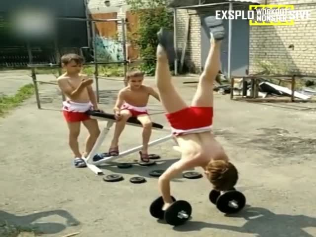 Жесткие тренировки юных гимнастов