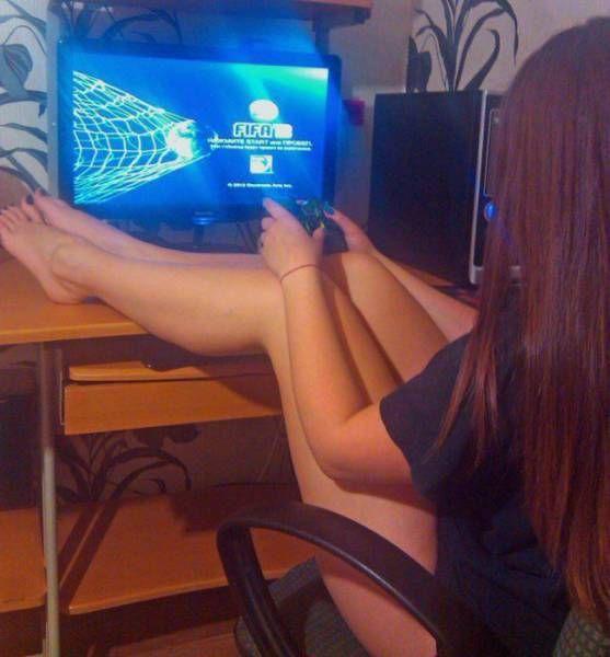 Девушки и видеоигры (29 фото)
