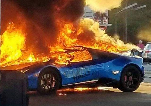 Lamborghini Huracan сгорела на заправке из-за забывчивого водителя (3 фото + 2 видео)