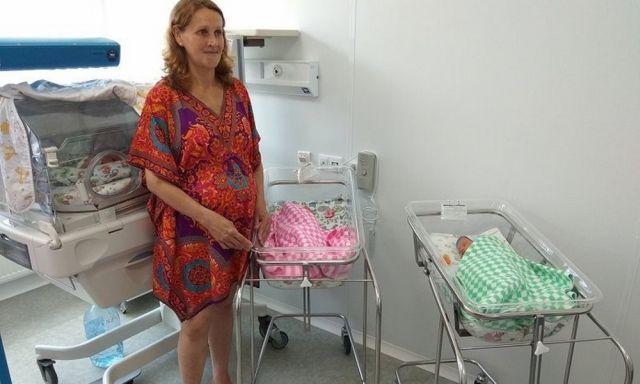 51-летняя женщина из Владивостока родила тройню (4 фото)