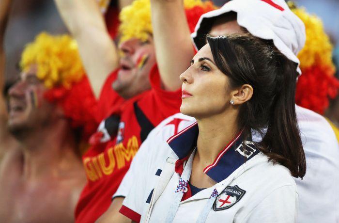 Очаровательные футбольные болельщицы (35 фото)