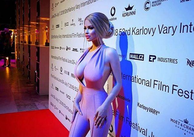 Габриэла Йирачкова (Лоло) - 18-летняя Барби из Чехии (10 фото)