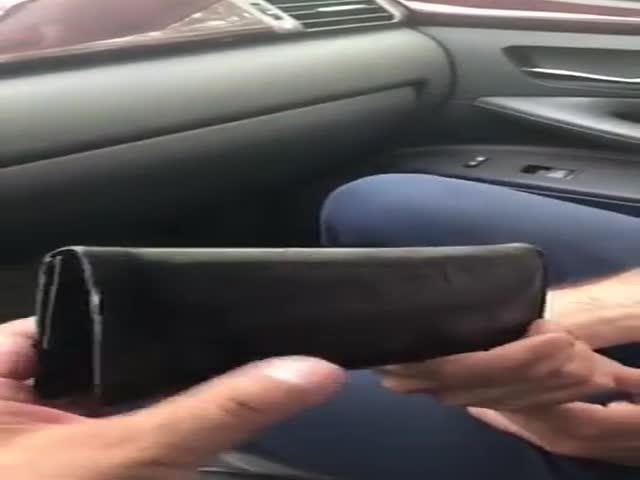 Мужчина вернул потерянный кошелек, в котором было 100 тысяч рублей
