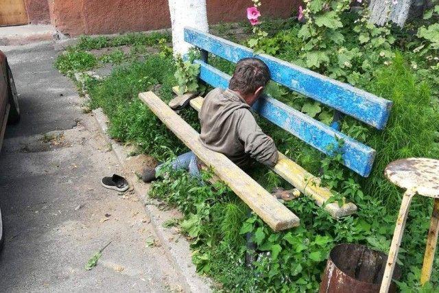 Гомельчанам пришлось вызвать МЧС, чтобы освободить застрявшего мужчину (4 фото)