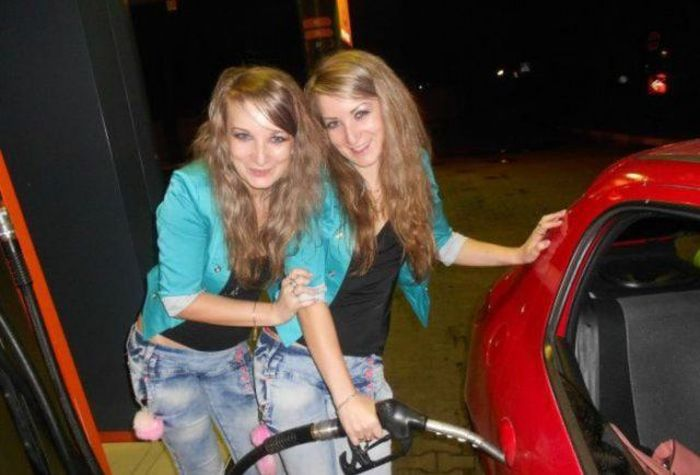 Девушки за рулем (30 фото)