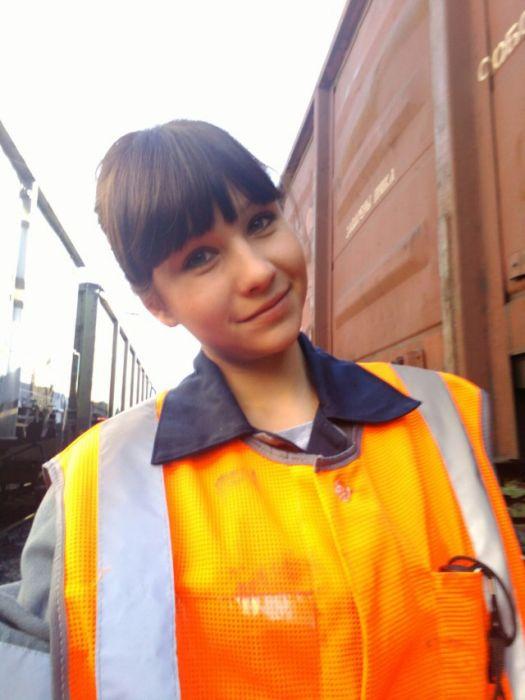 Привлекательные сотрудницы железной дороги (31 фото)