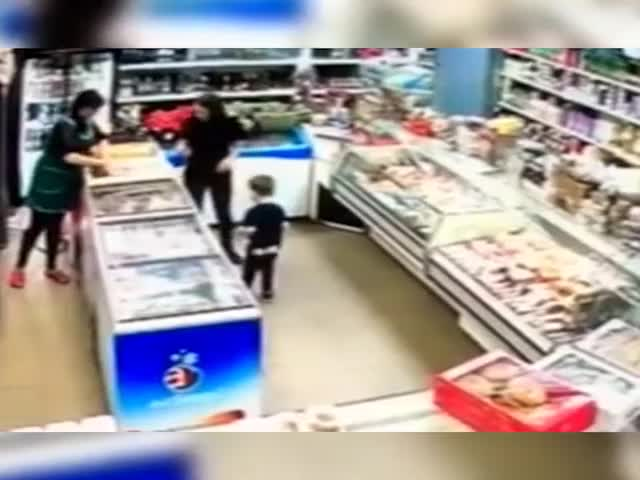 Пьяная яжемать устроила погром в магазине