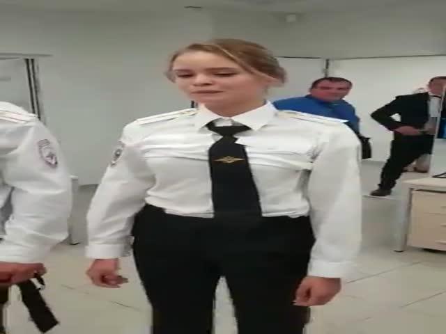 """Допрос участников """"Pussy Riot"""", выбежавших на поле в финале ЧМ"""