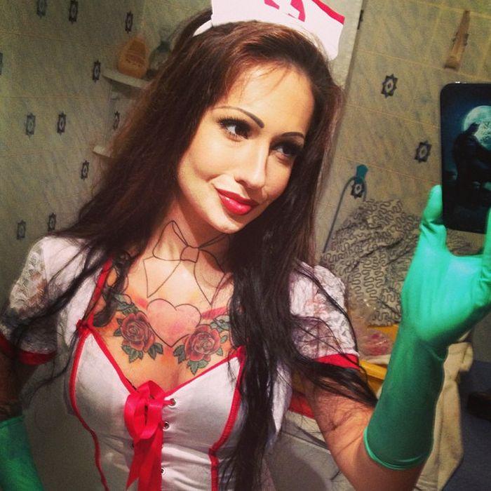Коллеги невзлюбили самого сексуального врача из Москвы (18 фото + видео)