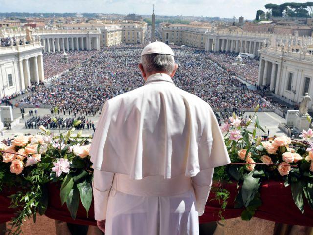 """Ватикан разрешил """"невестам Христа"""" не хранить девственность (2 фото)"""