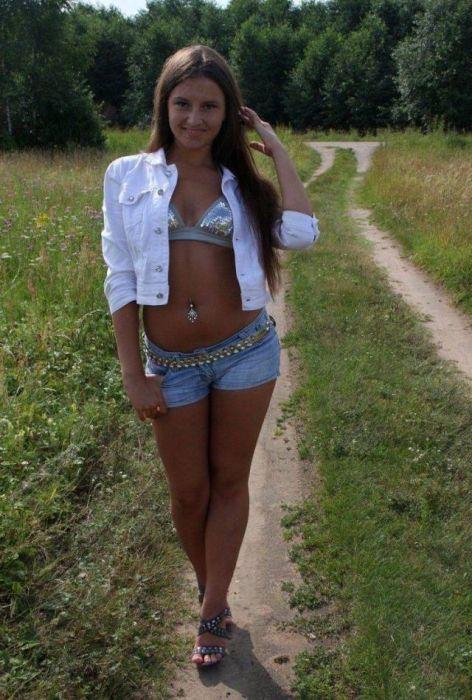 Стройные девушки в коротких шортах (36 фото)