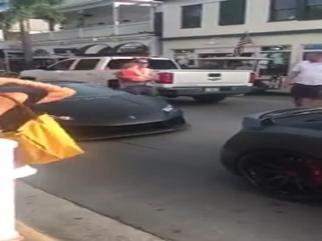 Владелец Lamborghini хотел показать, насколько он крут
