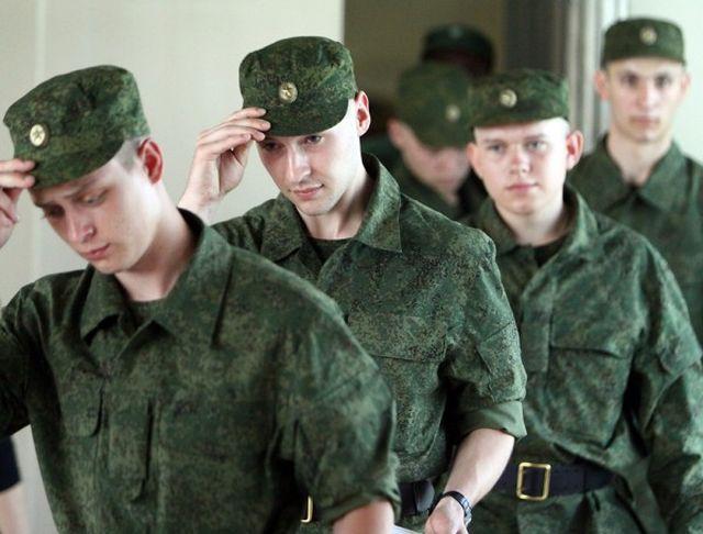 В Череповце был задержан уклонист, переодетый в девушку (фото)