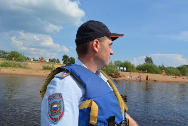 Полиция Сыктывкара будет патрулировать местные пляжи, задерживая подростков (4 фото)