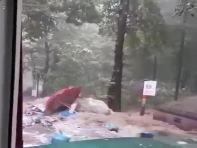 Последствия мощного ливня и урагана в Кисловодске