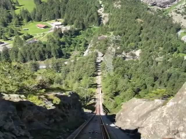 Захватывающая поездка на фуникулере в швейцарских Альпах