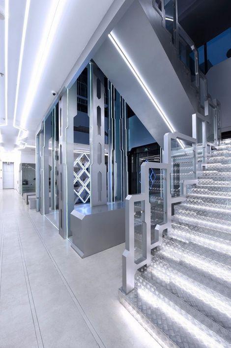 Футуристический тренировочный центр киберспортсменов команды OMG (10 фото)