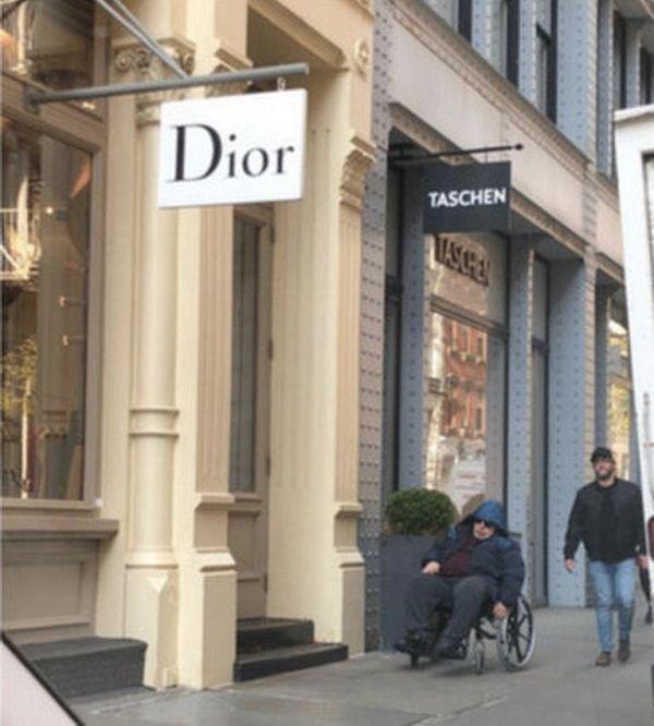 Необычный способ получать компенсации от владельцев магазинов (4 фото)