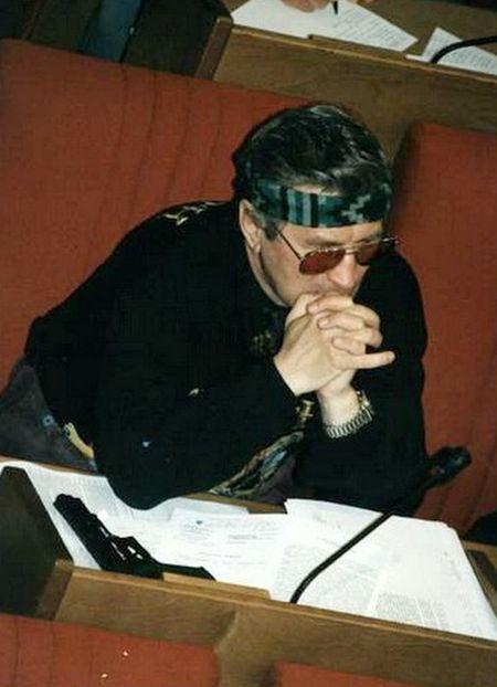 Госдума образца 90-х: политика и эпатаж (13 фото)