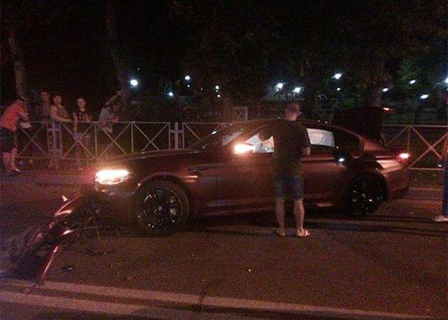Федор Смолов разбил автомобиль за 9 миллионов рублей в Краснодаре (4 фото + видео)