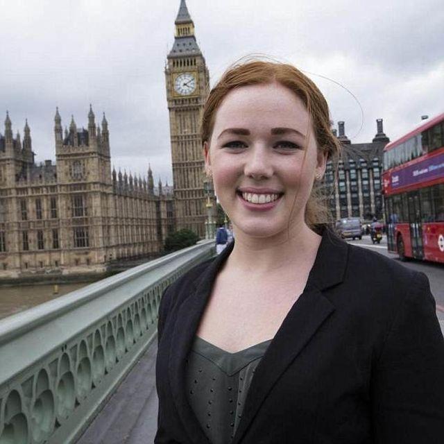 20-летняя секретарша министра Великобритании оказалась элитной проституткой (4 фото)