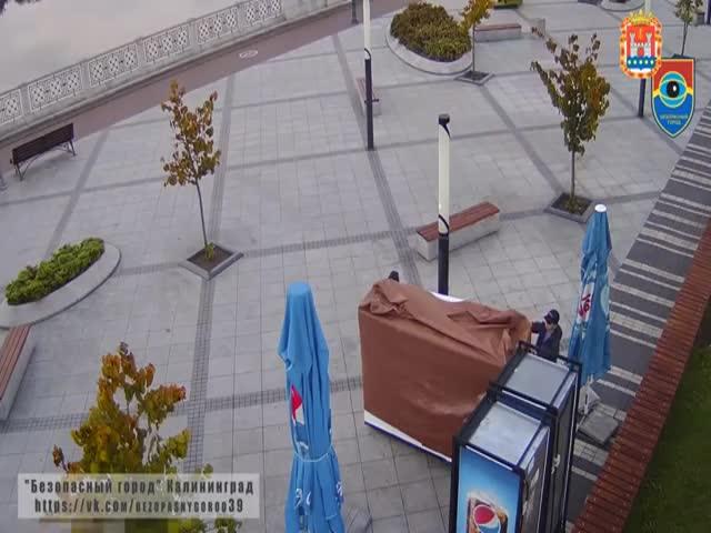Моментальная карма: подростки взломали торговый фургон