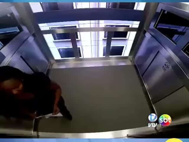"""""""Полет на Луну"""" в необычном лифте"""