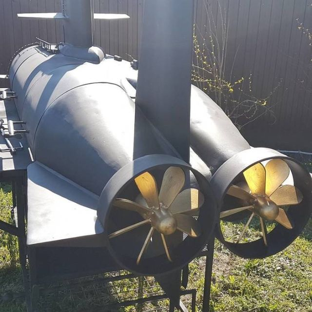 Необычный гриль в виде подводной лодки (6 фото)