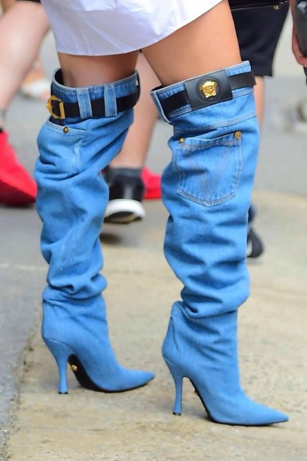 Дженнифер Лопес в необычной обуви (4 фото)