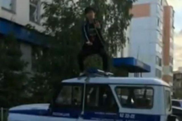 Полиция разыскала парня, который сделал фото на крыше патрульной машины (фото + видео)
