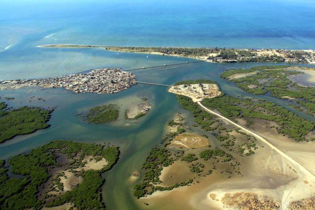 Удивительный остров, состоящий из ракушек (14 фото)