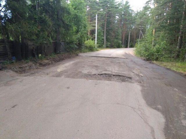 Последствия проезда по дорожному полотну с вырезанным асфальтом (4 фото)