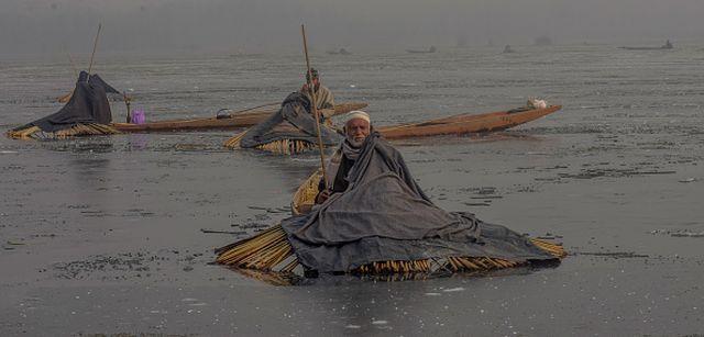 Загадка: чем занимаются эти индийские мужчины? (9 фото)