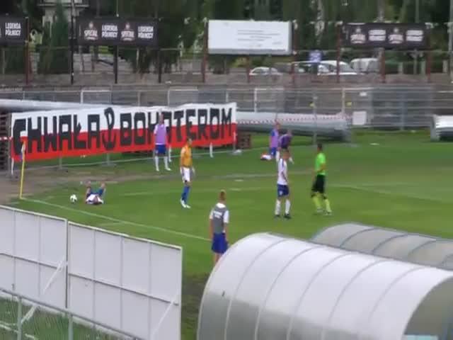 Футбольный судья спас игрока, у которого остановилось дыхание