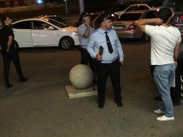 Гигантский полицейский удивил пользователей сети (2 фото)