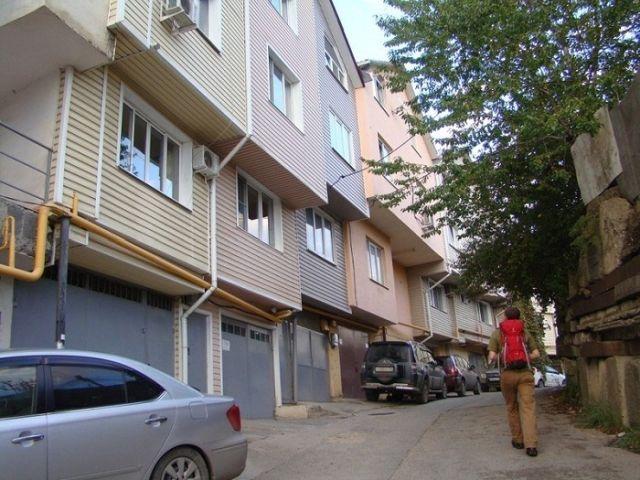 """Перестроенные гаражи в Сочи, которые получили название """"Русские фавелы"""" (11 фото)"""