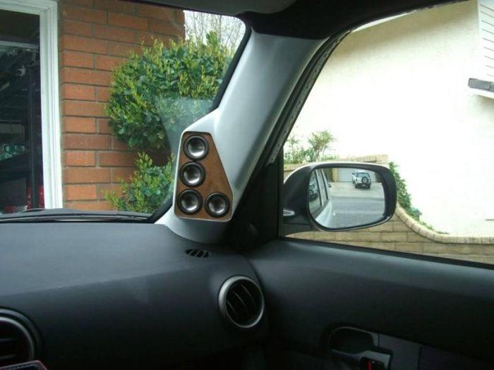 "Любители мощного звука ""тюнингуют"" свои автомобили (24 фото)"