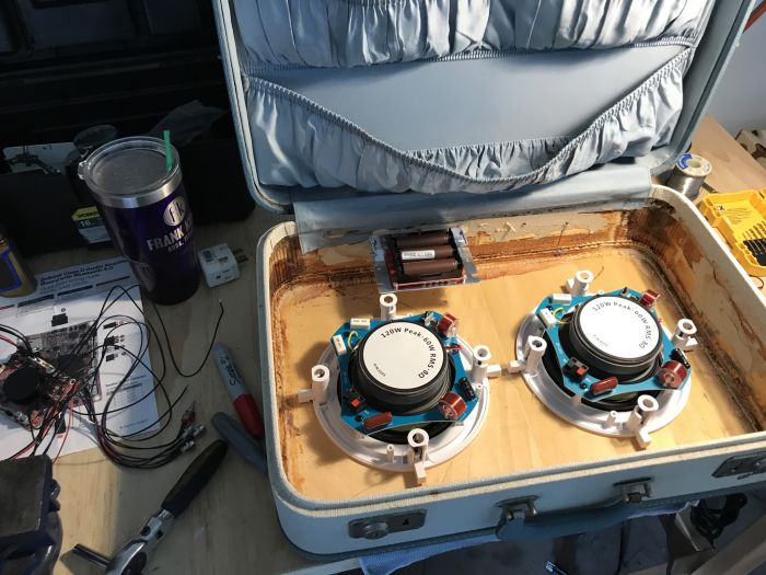 Бумбокс из старого чемодана своими руками (14 фото)
