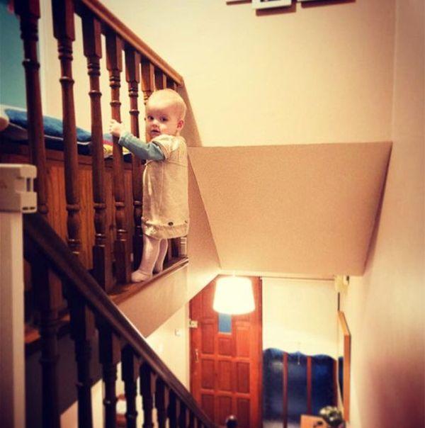 Фотошопер пугает родственников фотографиями своей дочери (11 фото)