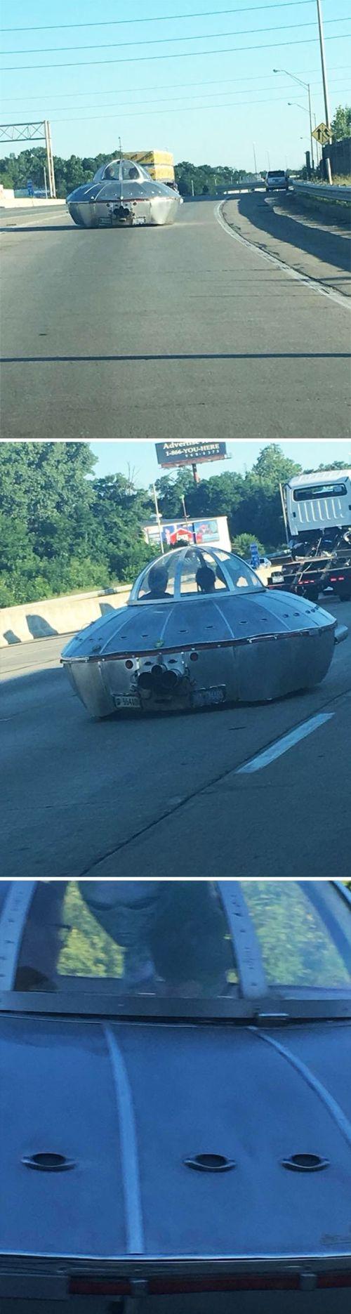 Странные и забавные ситуации, заснятые из окна автомобиля (24 фото)