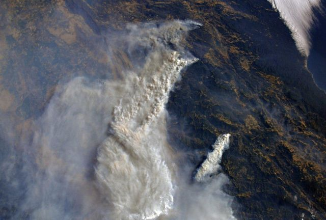 Бортинженер МКС Олег Артемьев показал пожары в Калифорнии с орбиты (4 фото)