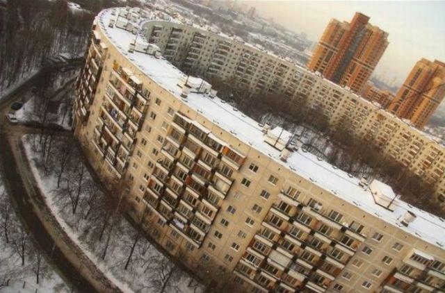 """Как и почему в Москве появились огромные """"дома-бублики"""" (13 фото)"""