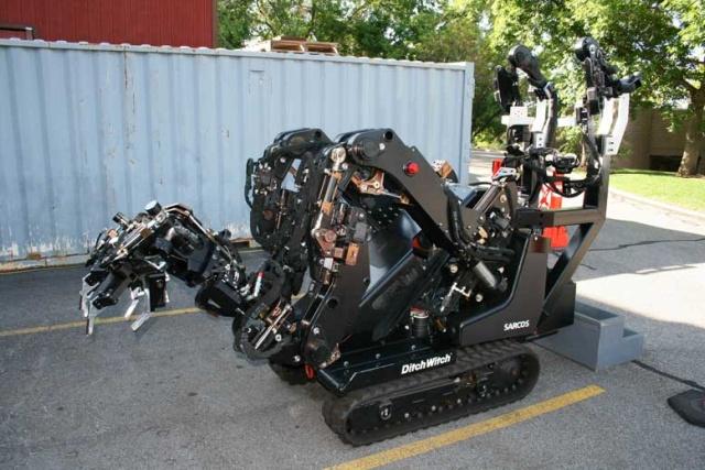 Гусеничный манипулятор Guardian GT, позволяющий без усилий поднимать до 500 килограмм (4 фото + 2 видео)