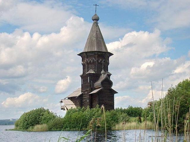 В Карелии сгорела Успенская церковь, построенная в 1774 году (6 фото + видео)