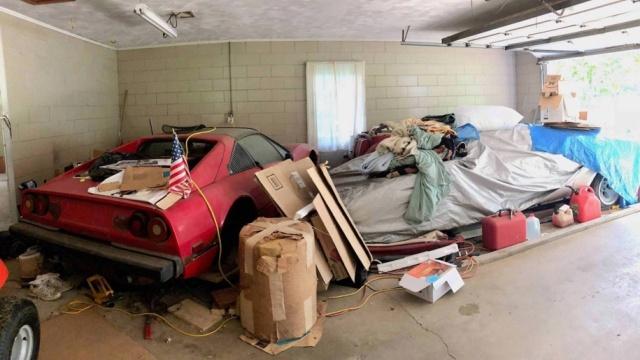 Дорогостоящая находка в старом бабушкином гараже (3 фото)